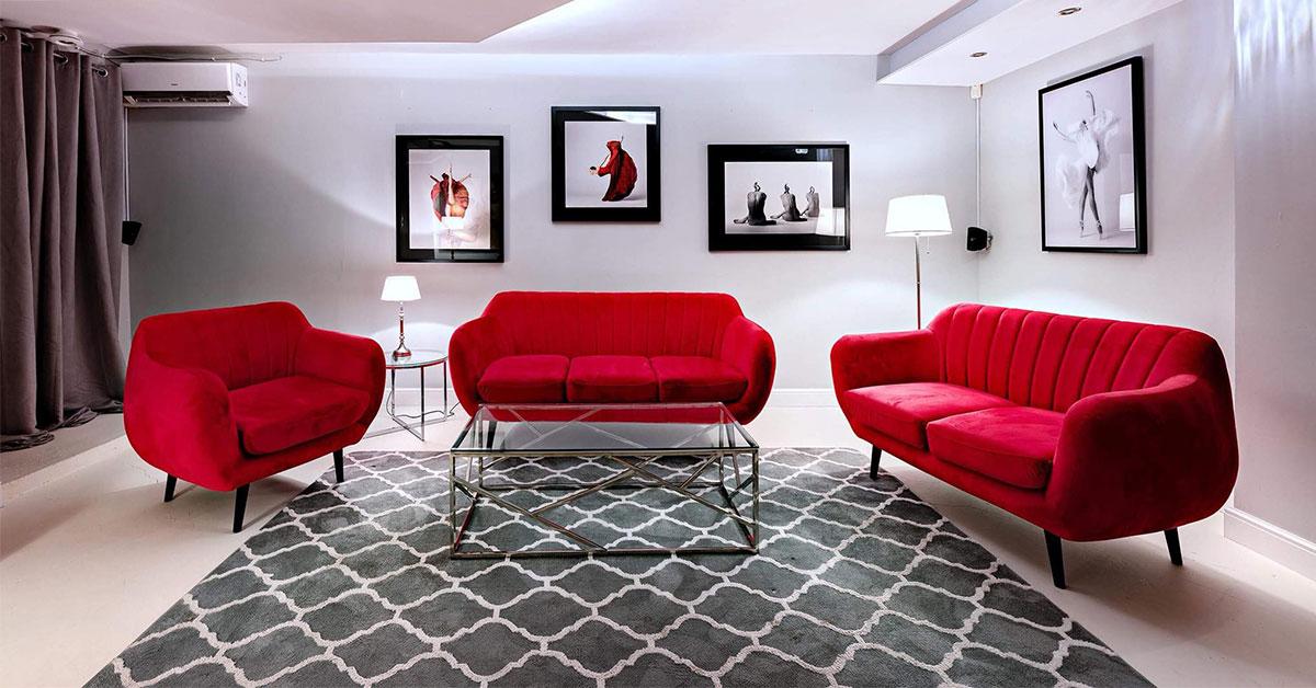 Ein Sofa für schlichte und minimalistische Inneneinrichtung