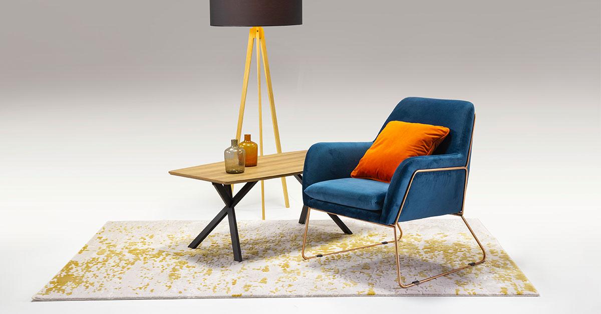 Dunkelblauer Sessel - eine originelle Inneneinrichtung