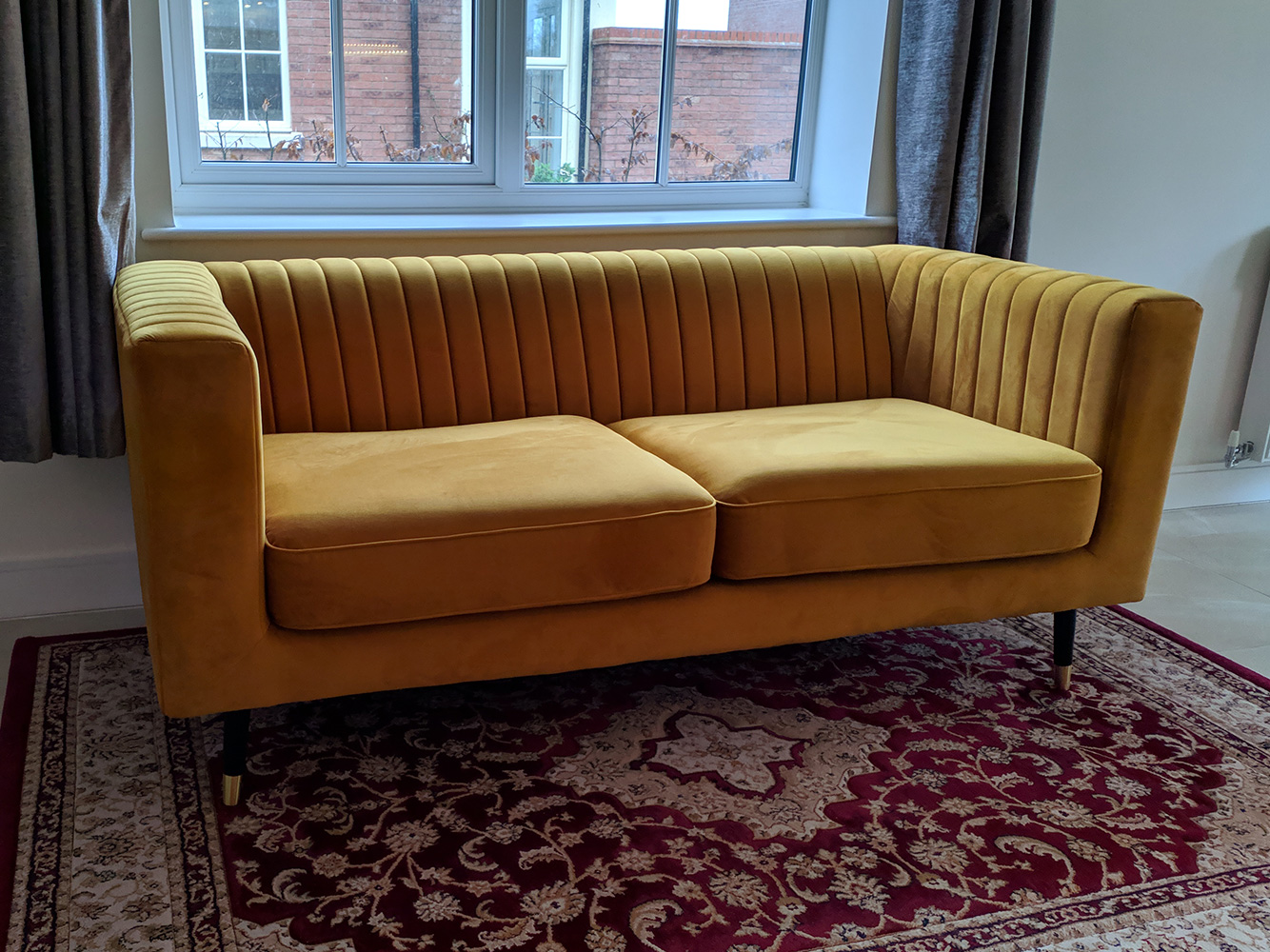 Zweisitzer-Sofa Slender in Senffarbe
