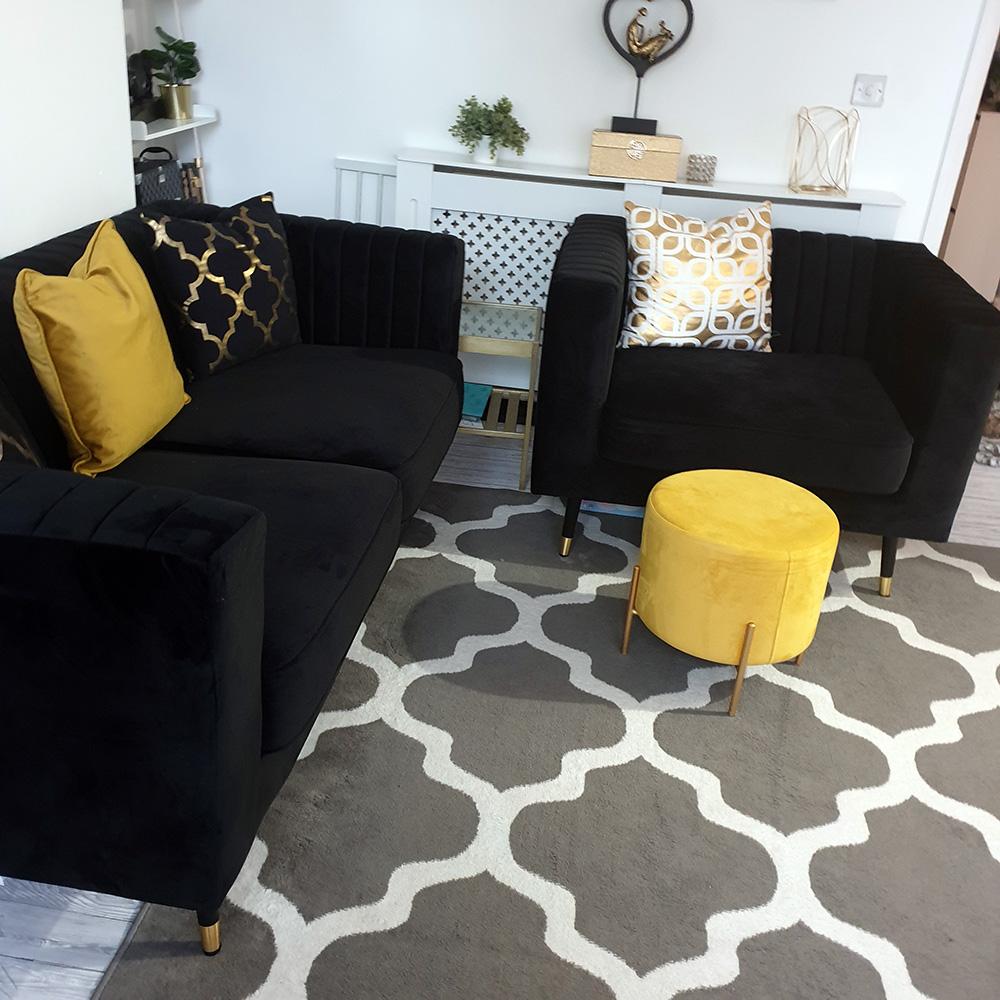 Schwarzes Schlankes Sofa und Sessel von Michael