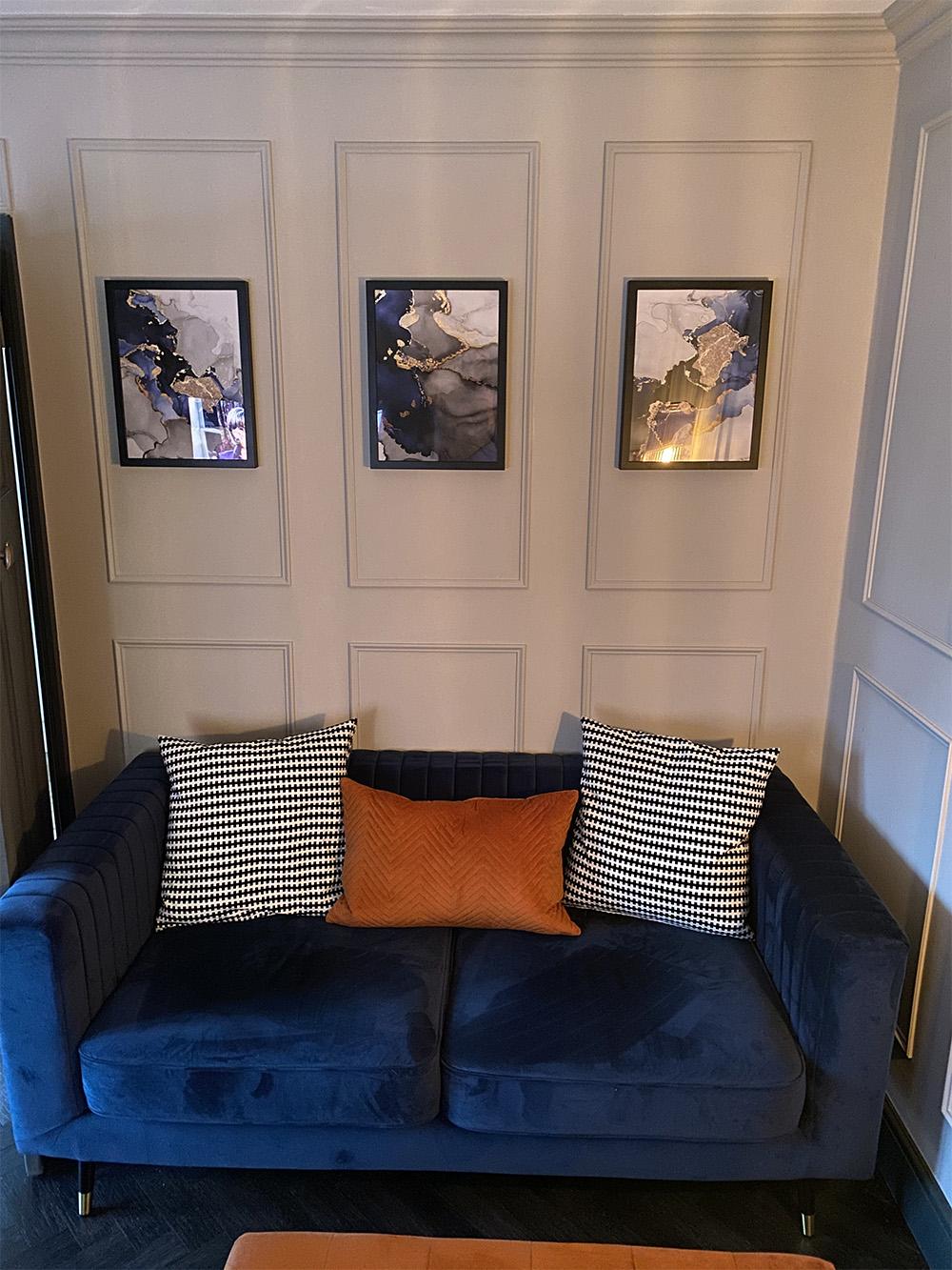 Marineblaues Slender-Sofa von Daniel
