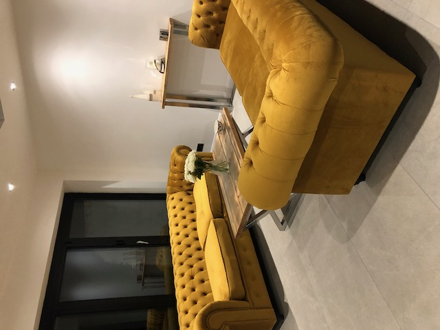 Gelbe Velours-Sofas Chesterfield Max