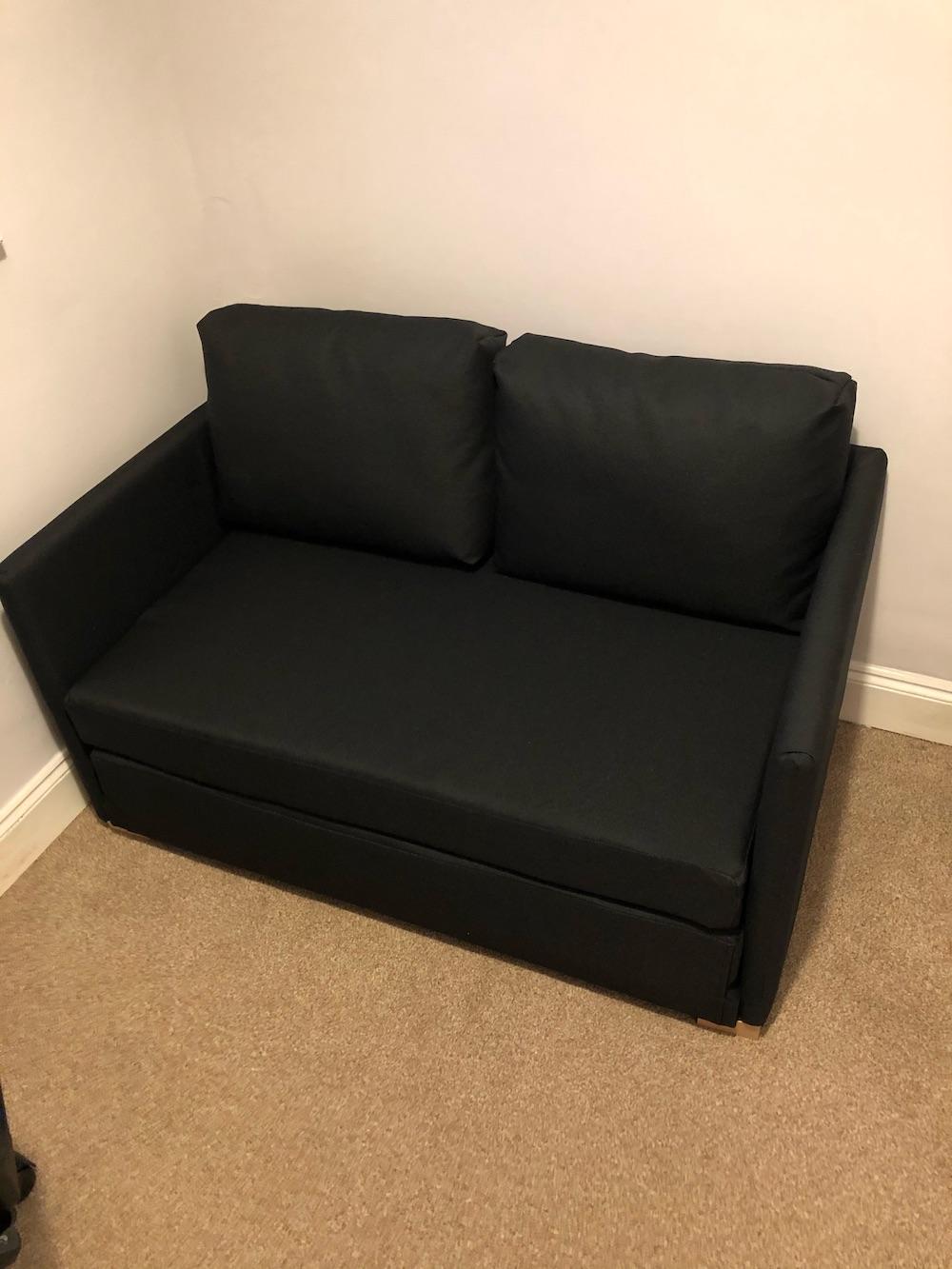 Schwarzes Sofa mit Schlaffunktion Tulip