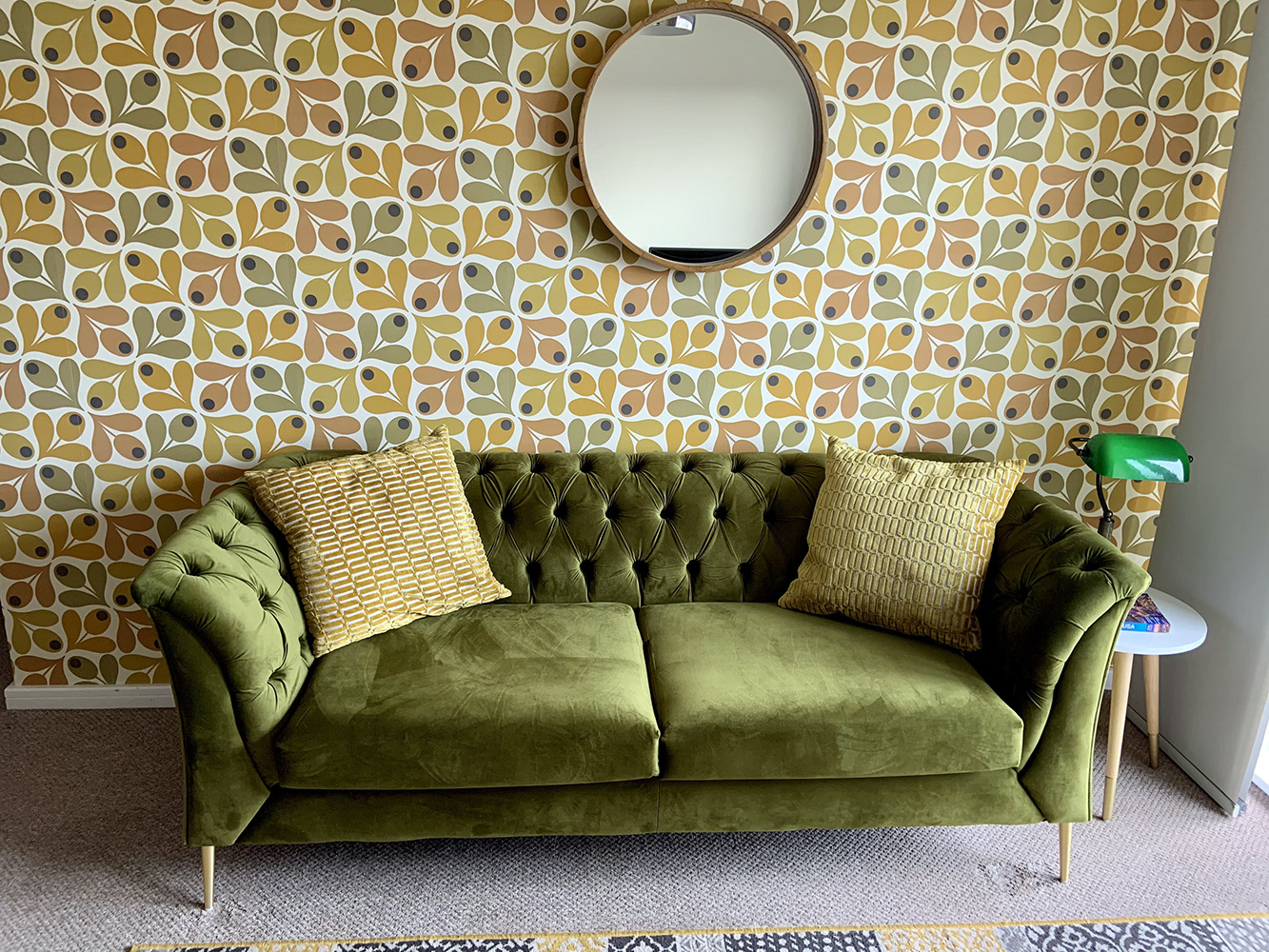 Grünes Chesterfield Modern Sofa von Colin