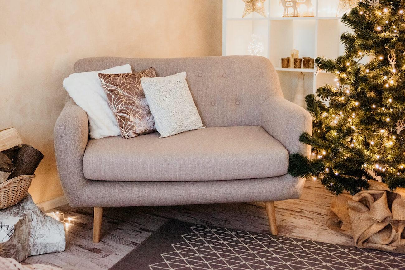 Graues Zweisitzer-Sofa Revive im Retro-Stil