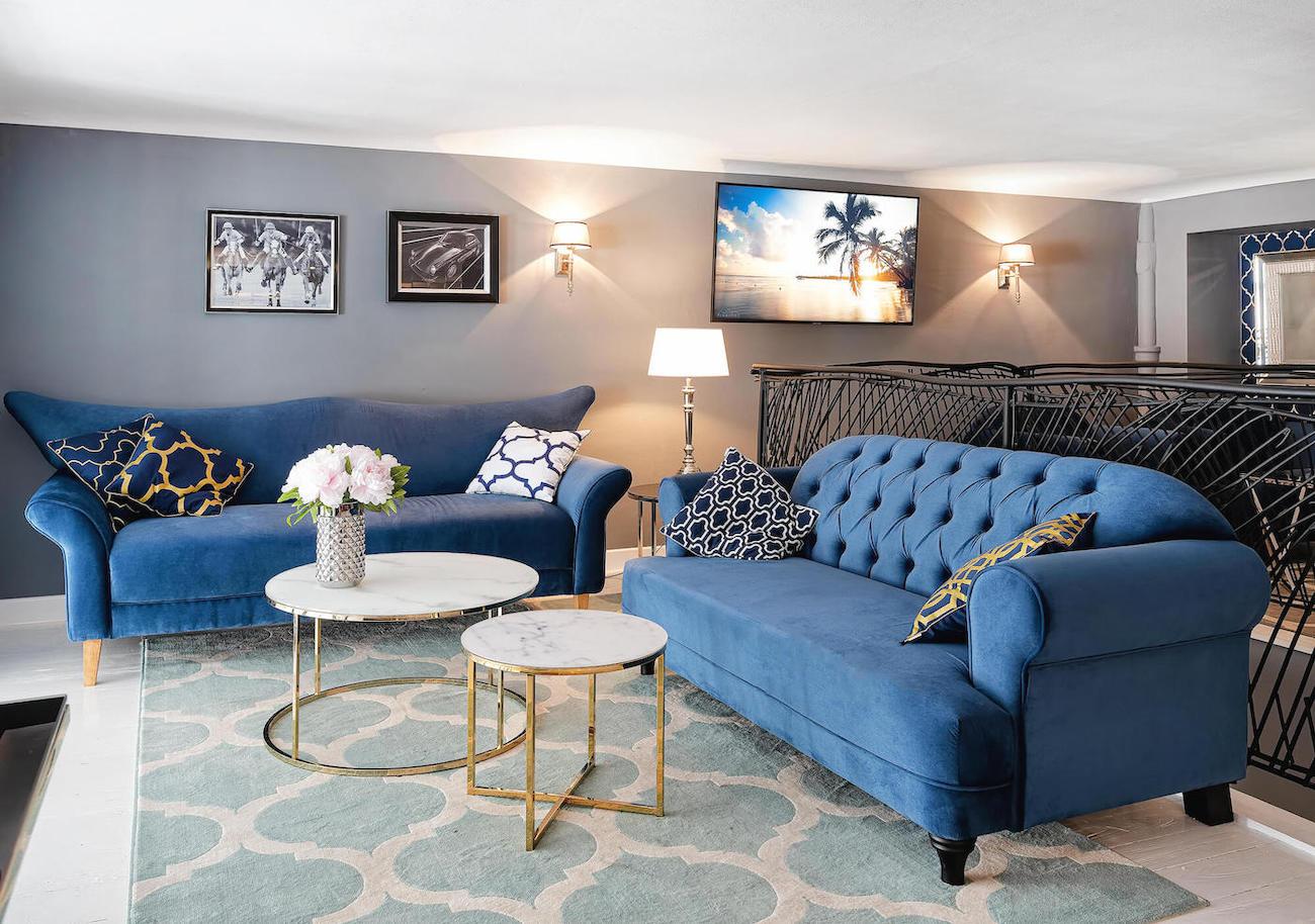 Blaue Dreisitzer-Sofas Vigo und Harto im Retro-Stil